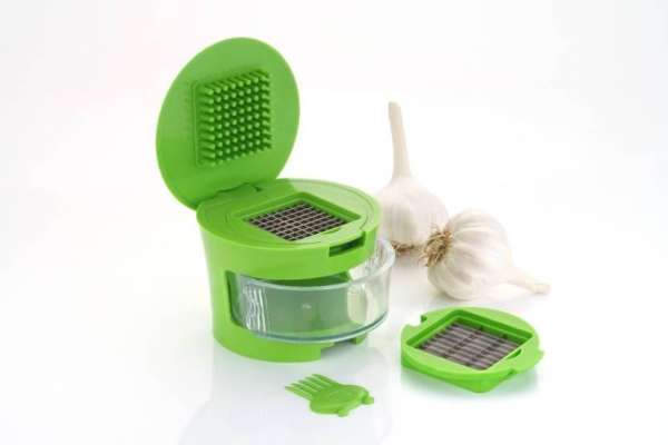 Kitchen & Home Mini Garlic Chopper Gallery Image 1