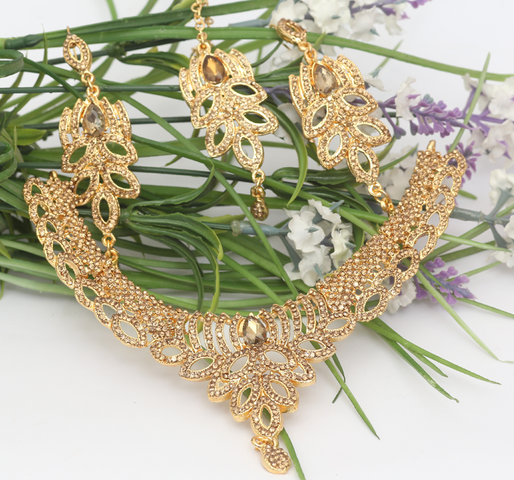 Beautiful Champagne Colored  Necklaces Jewellery Set with Matha Patti  (PS-164) Gallery Image 1