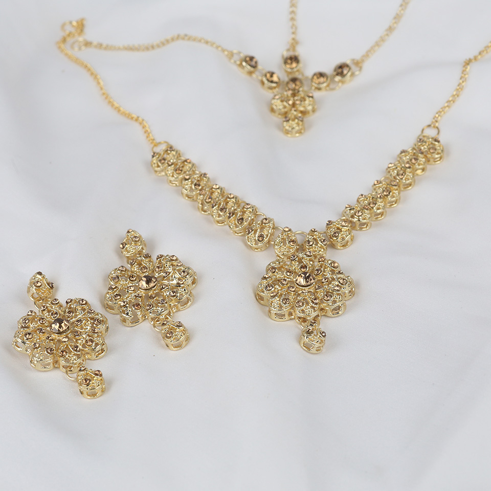 Indian Style Jewelry Sets With Matha Patti (PS-328) Gallery Image 1
