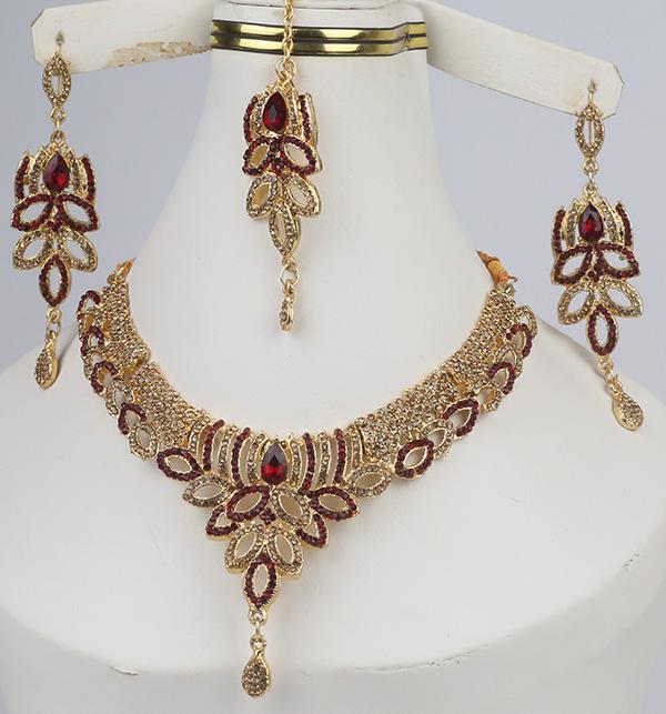 Beautiful Jewelry Set With Earring & Matha Patti (PS-330) Gallery Image 1
