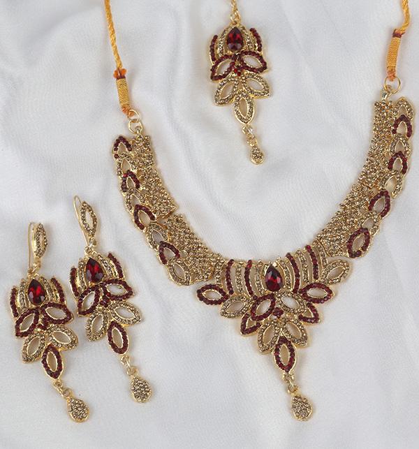 Beautiful Jewelry Set With Earring & Matha Patti (PS-330) Gallery Image 2