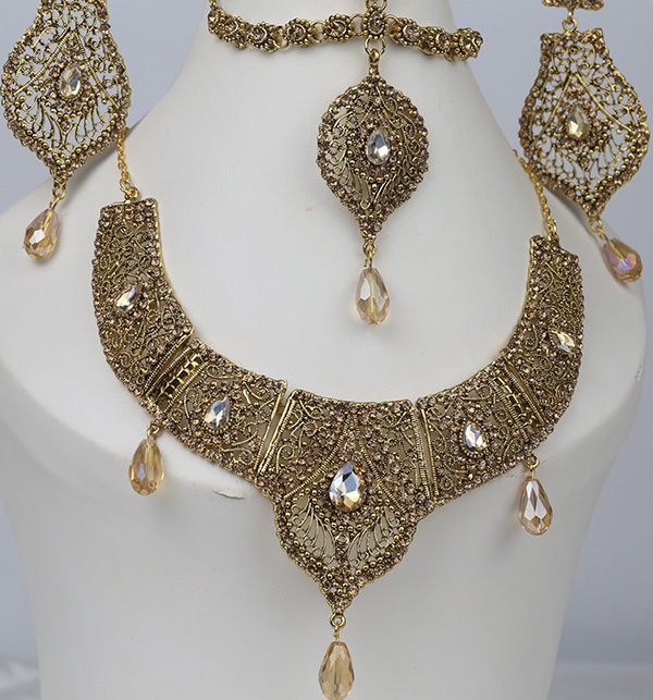 Stylish Golden Jewelry Set Design 2021 For Women (PS-354) Gallery Image 2