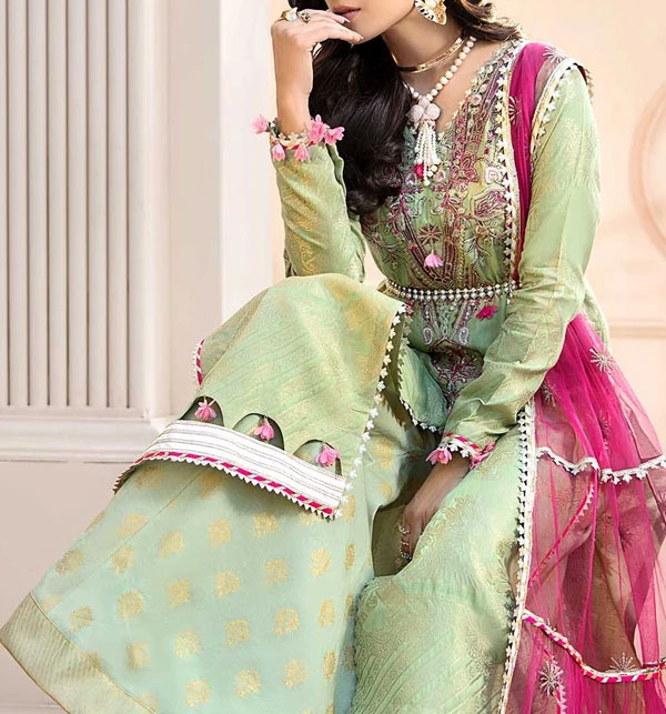 Embroidered Lawn Collection 2020 With Chiffon Duppata (Unstitched) (DRL-546)
