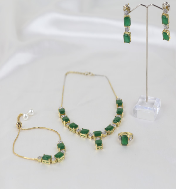 Zircon With Green Stone Necklace Set Earing Bracelet and Ring  (PS-393)