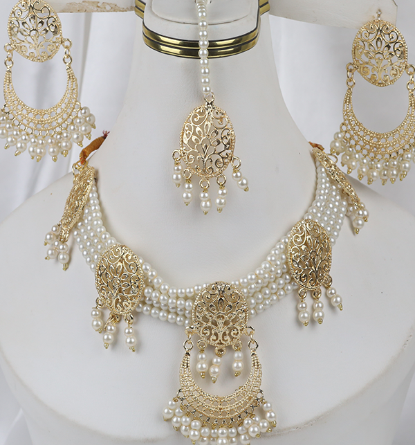 Golden And Pearl Jewelry Sets With Matha Patti (PS-263)