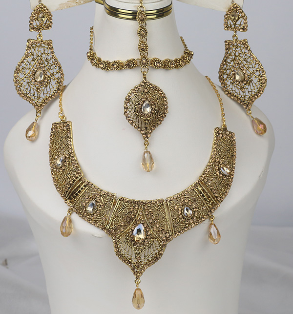 Stylish Golden Jewelry Set Design 2021 For Women (PS-354)