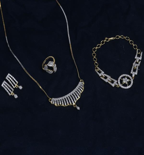 Zircon Stylish Necklace Set Earing Bracelet And Ring (PS-383)