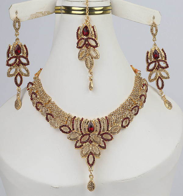 Beautiful Jewelry Set With Earring & Matha Patti (PS-330)